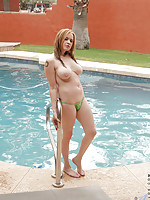 Hot mommy strips her thong bikini and masturbates in an outdoor shower